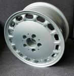 7.0x15 ET25 Alurad Max ´´16-loch Design´´ LK 5x112 silber